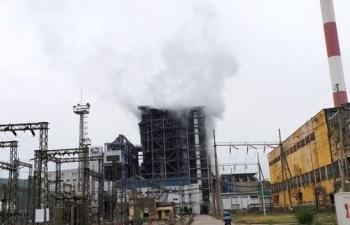 Tiếng nổ lớn tại Công ty Nhiệt điện Uông Bí, khói bốc cao hàng chục mét