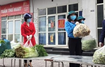 Tặng hàng tấn rau, thực phẩm cho người dân cách ly tại Khu đô thị Thanh Hà