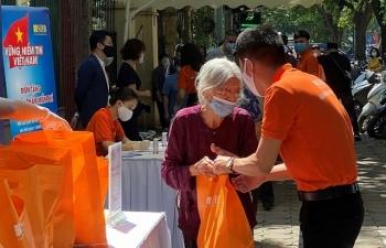 Chương trình 'Giữ vững niềm tin Việt Nam' tặng gần 6.000 suất nhu yếu phẩm cho người gặp khó khăn