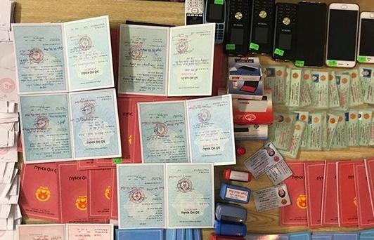 Ai cầm đầu đường dây bán sổ hộ khẩu giả vừa bị phá ở Hà Nội