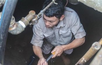Vụ nước sông Đà nhiễm bẩn: Bao giờ người dân được đền bù thiệt hại?