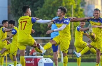 Cận cảnh không khí vui vẻ buổi tập đầu tiên của Đội tuyển Việt Nam chuẩn bị đấu Thái Lan
