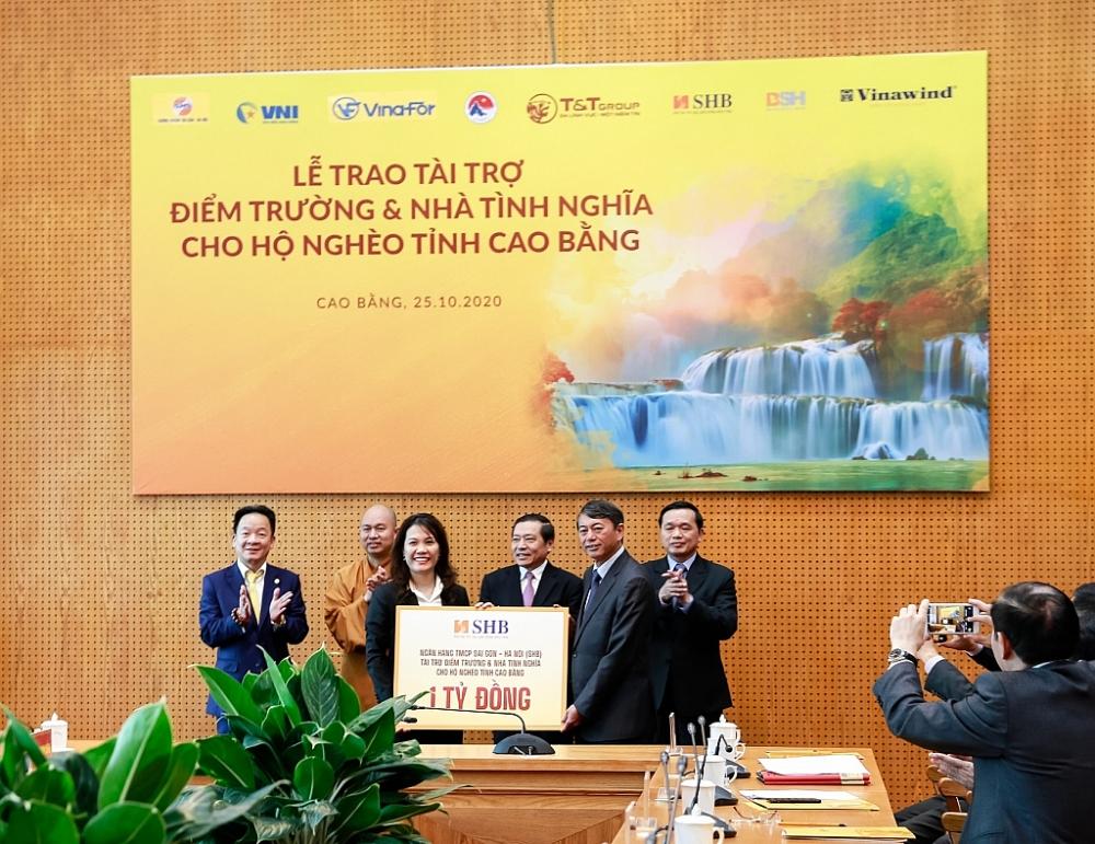 Bầu Hiển ủng hộ 5 tỷ đồng xây trường và nhà tình nghĩa tại Cao Bằng