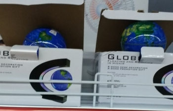"""Phát hiện siêu thị U Mart bán đèn hình quả địa cầu có """"đường lưỡi bò"""""""