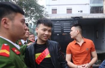 """Hàng trăm người tới theo dõi phiên tòa xử Khá """"bảnh"""""""
