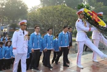 1.000 đại biểu báo công, viếng Lăng Chủ tịch Hồ Chí Minh