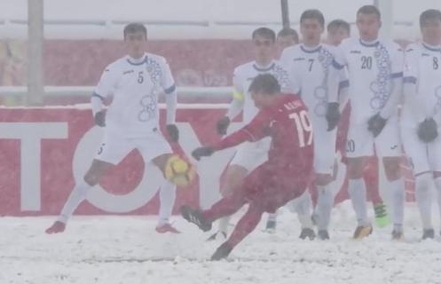 'Cầu vồng trong tuyết' của Quang Hải thắng tuyệt đối trong cuộc bình chọn của AFC