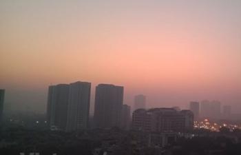 Sương mù kèm bụi mịn dày đặc tại Hà Nội: Đâu là nguyên nhân?