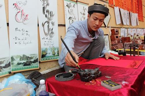 nguoi dan no nuc ve tray hoi chua huong