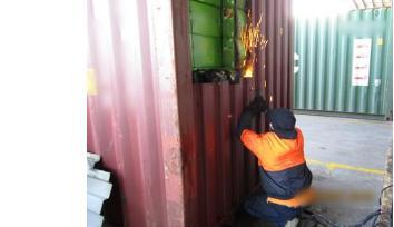ba tan thuoc la trong vach gia container