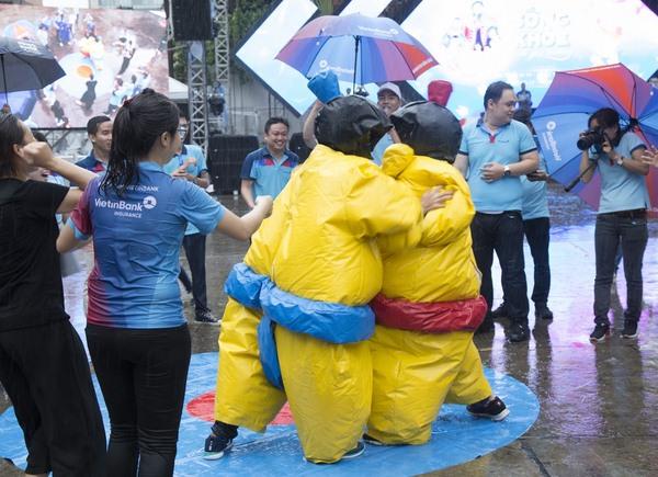 hang nghin can bo vietinbank doi mua nhay flashmob