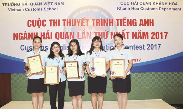 lan dau thi thuyet trinh customs english