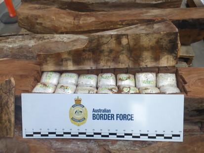 154 kg methamphetamine trong cac long go nhap khau
