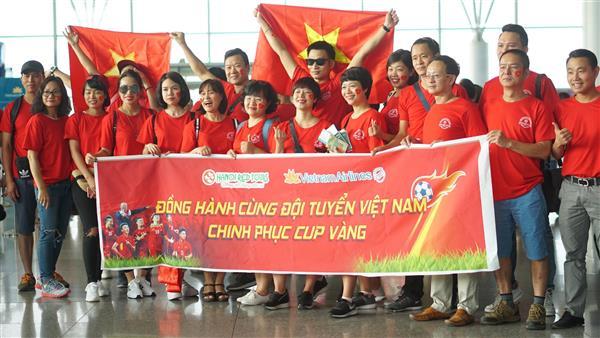 hanoiredtour va vietnam airline cung tiep lua doi tuyen olympic viet nam