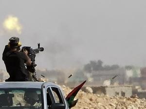 Lực lượng trung thành của ông Gaddafi phản công dữ dội