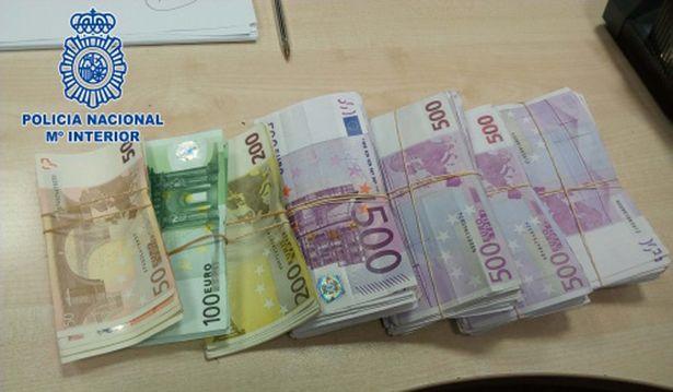 150 ngan euro nhet trong de giay