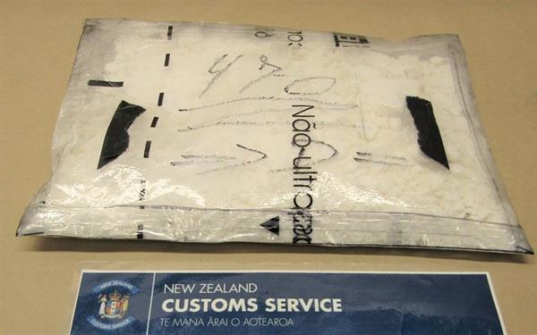bat giu 3kg cocaine trong vali