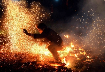Tour xem lễ hội nhảy lửa của người Pà Thẻn