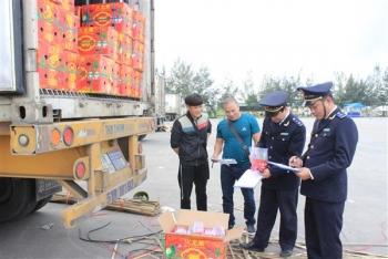Hơn 42.000 tấn hoa quả XK qua cầu phao Móng Cái