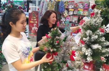 TPHCM: Thị trường sản phẩm Giáng sinh đa dạng, phong phú