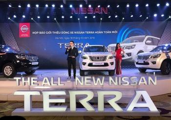 Nissan Terra ra mắt với giá bán từ 988 triệu đồng