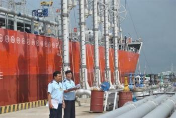 Xăng dầu nhập khẩu tăng gần 3 triệu đồng/tấn