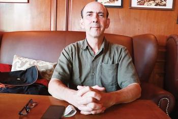 Nicolas Cornet - người rung cảm với chùa Việt