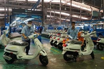 """""""Trung tâm"""" sản xuất xe Piaggio tại Việt Nam đi thế giới có gì ?"""