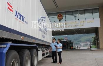 43 xe thanh long được xuất khẩu qua cửa khẩu quốc tế Lào Cai
