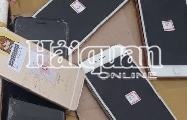 """Phát hiện điện thoại """"đội lốt"""" linh kiện vận chuyển từ Hàn Quốc về Nội Bài"""