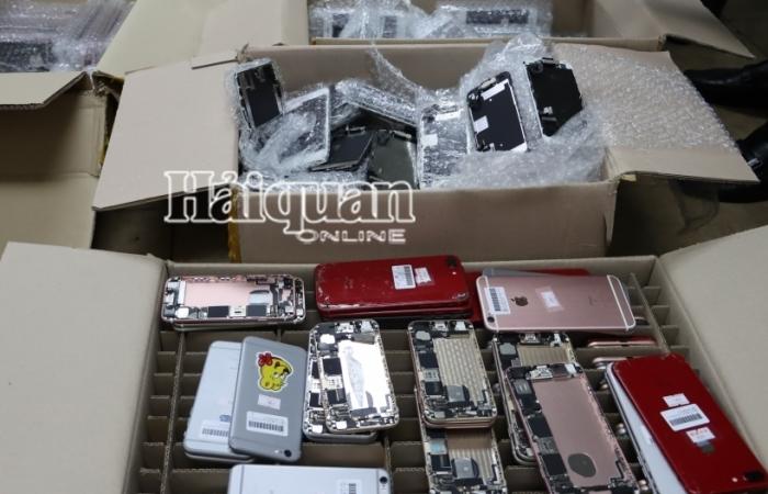 """2 vụ iPhone """"đội lốt"""" linh kiện từ Hàn Quốc về Nội Bài thu hơn 1.300 điện thoại"""