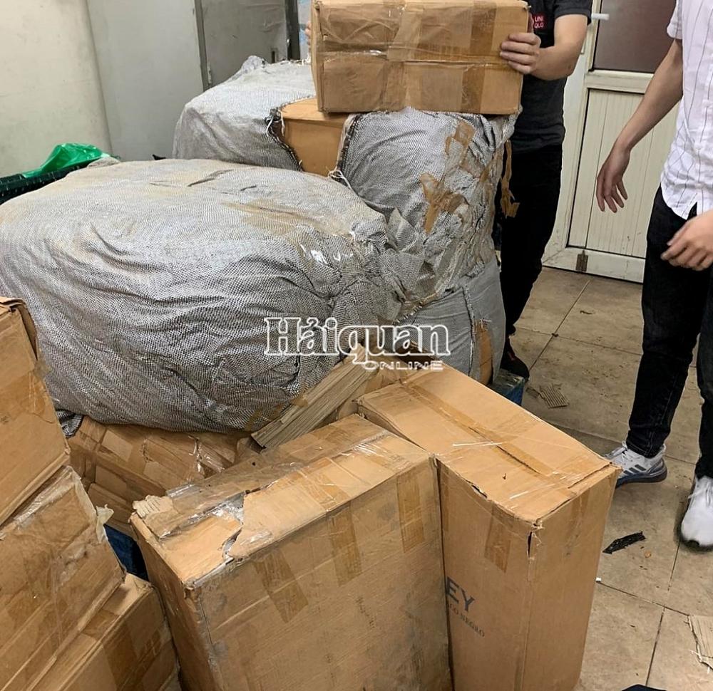 Bắt giữ hơn 10.000 bao thuốc lá trên chuyến bay từ Dubai về Nội Bài