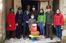 Thanh niên Hải quan Cao Bằng tặng quà, chia sẻ với gia đình khó khăn trong dịch Covid-19