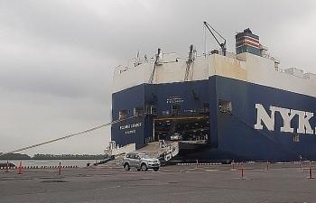 """Hàng chục ô tô mới bị """"bỏ quên"""" ở cảng Hải Phòng"""