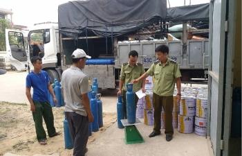 Tạm giữ gần 500 kg khí cười trong lô hàng 750 triệu tại Quảng Bình