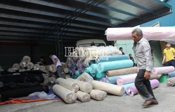 """Phát hiện số lượng lớn vải nguyên liệu """"đội lốt"""" hàng phế phẩm"""