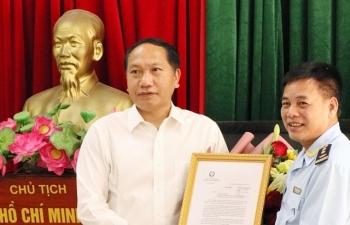 Trao Thư khen của Phó Thủ tướng cho thành tích bắt giữ hơn 3 triệu bao thuốc lá