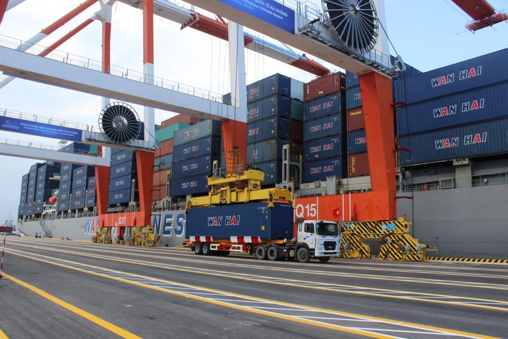 Đạt gần 210 tỷ USD xuất khẩu, nhập khẩu cùng tăng mạnh