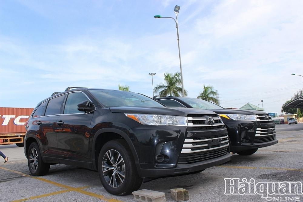 Ô tô con nhập khẩu tăng mạnh ở Hải Phòng, giảm ở TP HCM