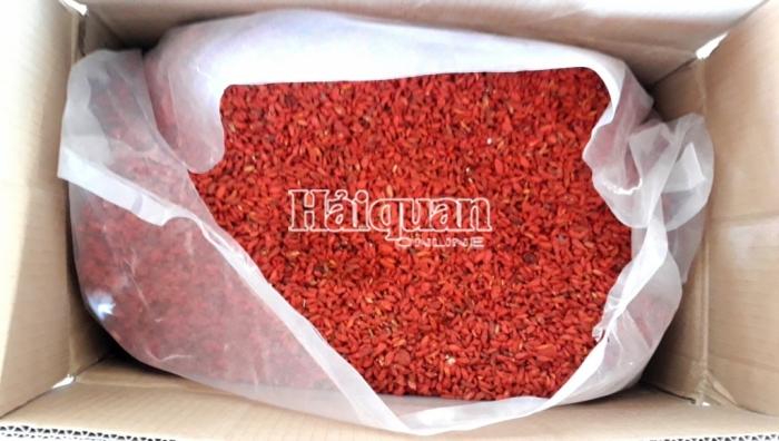 """Hình ảnh lô hàng hơn 100 tấn thảo dược từ Trung Quốc """"đội lốt"""" nông sản"""