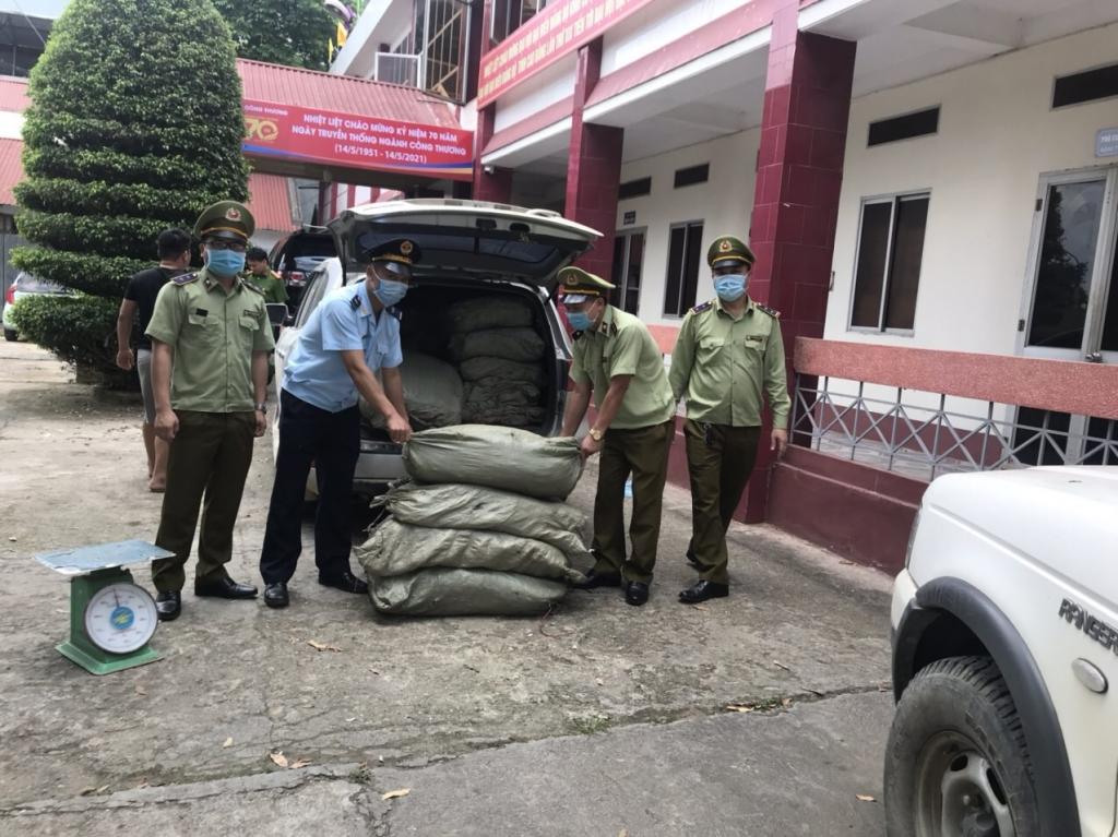 Hải quan Cao Bằng bắt giữ, xử lý gần 15 tấn nguyên liệu thuốc lá Trung Quốc