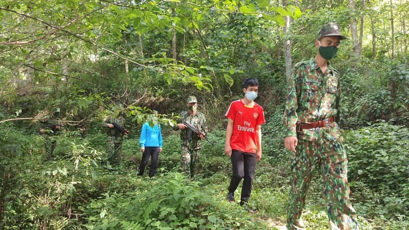 Khởi tố đối tượng đi xe máy chở người từ Bắc Ninh lên Lào Cai xuất cảnh trái phép