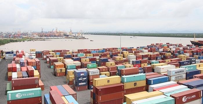 Việt Nam nhập siêu 2 tỷ USD trong tháng 5