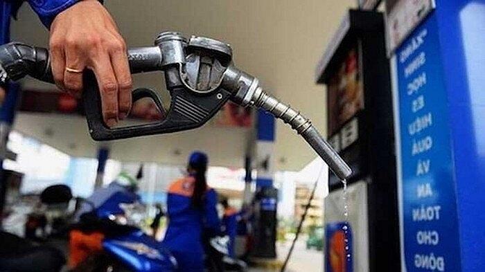 Giá xăng nhập khẩu tăng hơn 2 triệu đồng/tấn