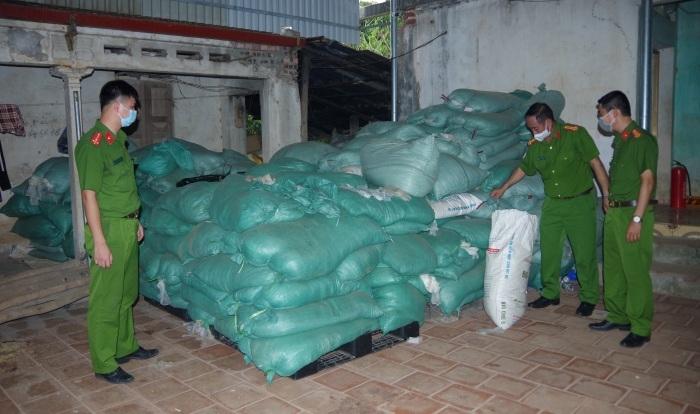 Phát hiện 13,5 tấn rác thải y tế đang chuẩn bị đưa ra thị trường