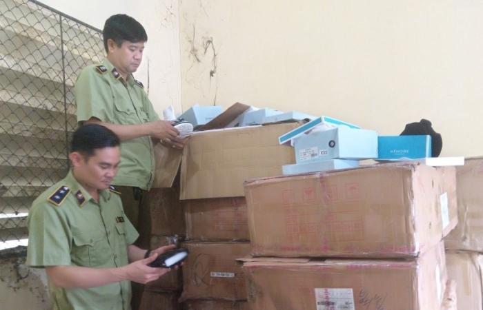 Lào Cai: Tạm giữ 760 đôi giày, dép nhập lậu