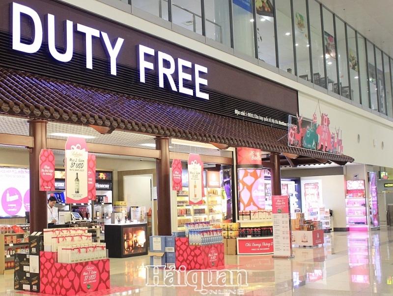 Cửa hàng miễn thuế tại Sân bay quốc tế Nội Bài. Ảnh: N.Linh