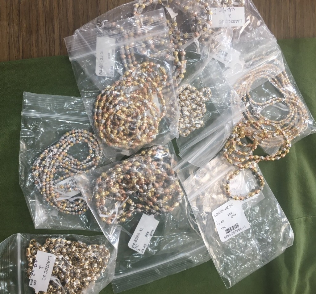 Hình ảnh lô kim cương, vàng trị giá chục tỷ đồng vừa bị bắt giữ tại Hải Phòng