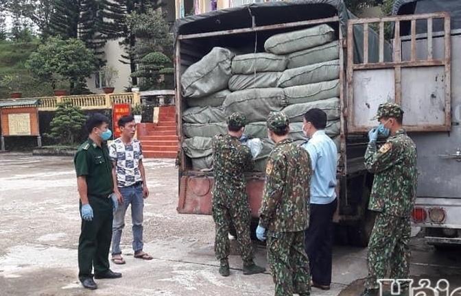 Hải quan Lý Vạn phối hợp bắt giữ gần 700.000 khẩu trang y tế
