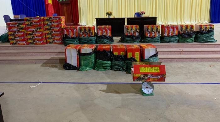 Bắt vụ vận chuyển trái phép nửa tấn pháo tại Lào Cai